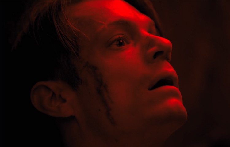 Altered Carbon 1×01 – Fuga do passado